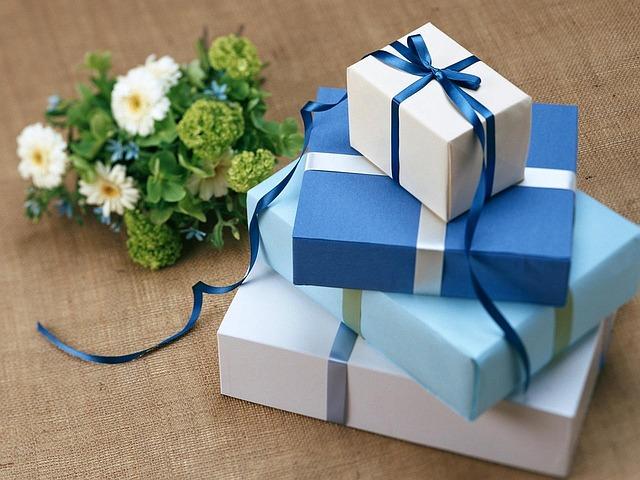 Cadeaux à offrir des dossiers complets sur le web.