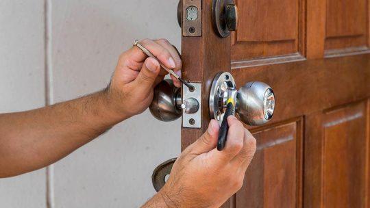 Trouvez un bon artisan pour ouverture porte bloquée !