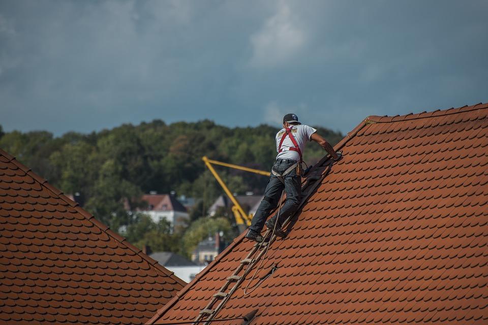 Des conseils pratiques pour entretenir votre toiture